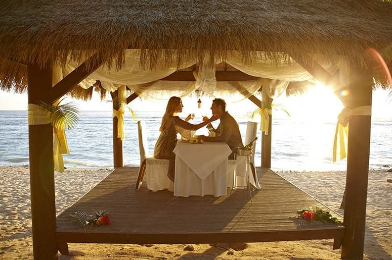 Crown-Beach-Resort-romantic-dinner